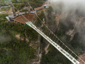 Стеклянные мосты в Китае не так уж безопасны