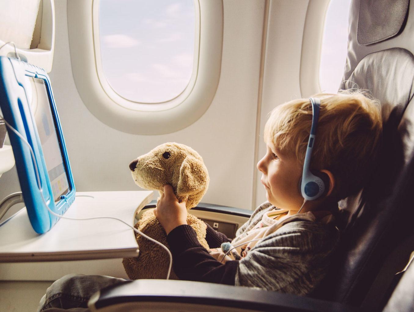 Определены самые удобные рейсы для путешественников с детьми