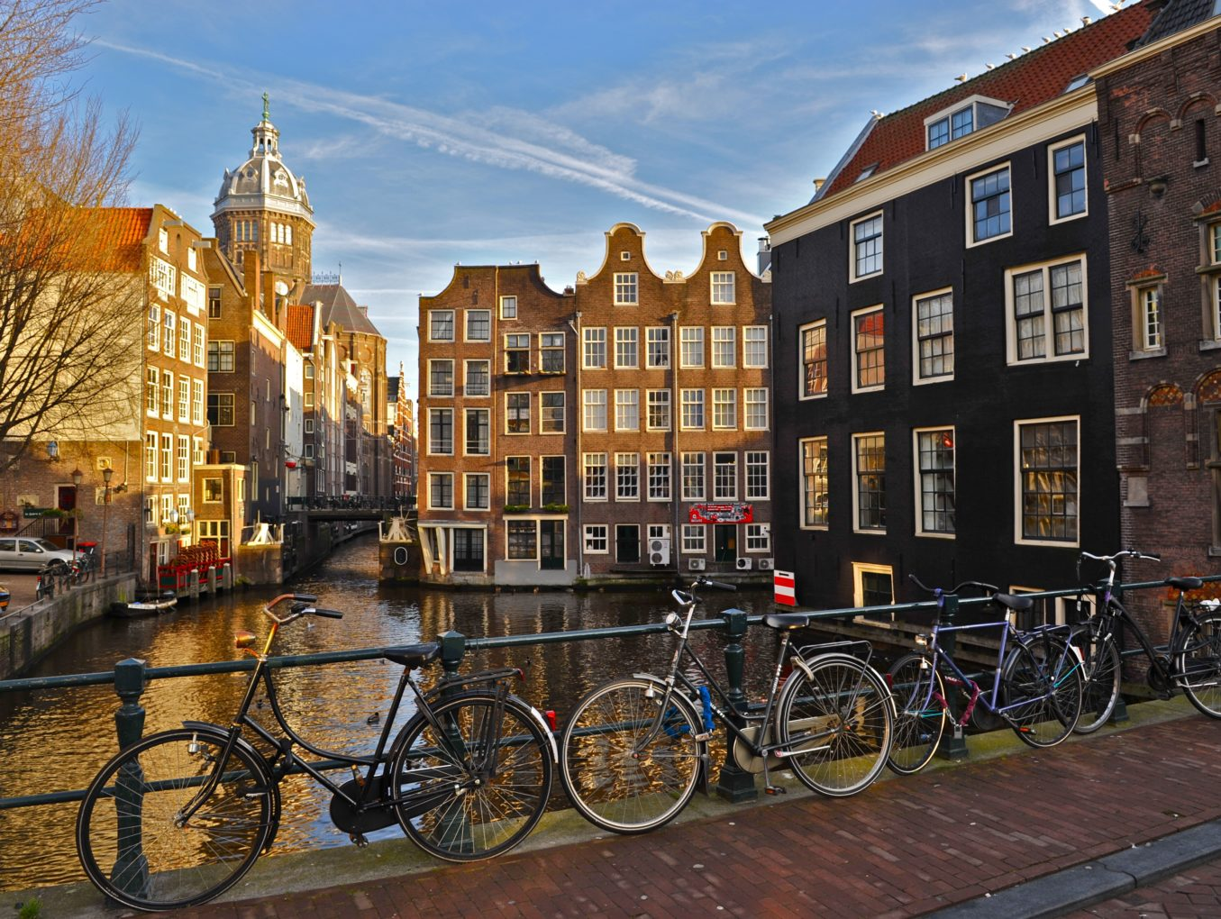 В Амстердаме запрещают экскурсии по Кварталу Красных фонарей