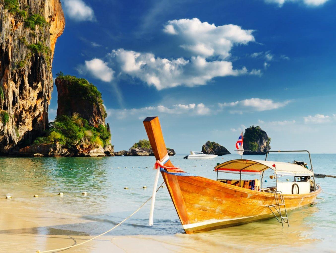 Фестиваль цветных зонтиков пройдет в Таиланде