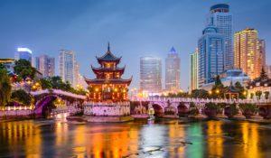 В Китае туристы, которые спустились с туристической тропы, попали в «черный» список