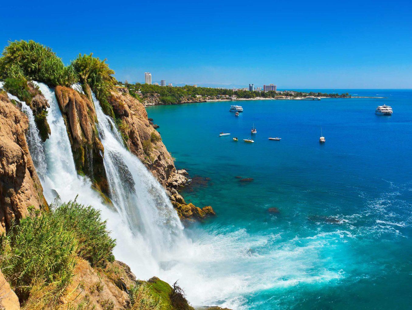 В Анталии завершается туристический сезон