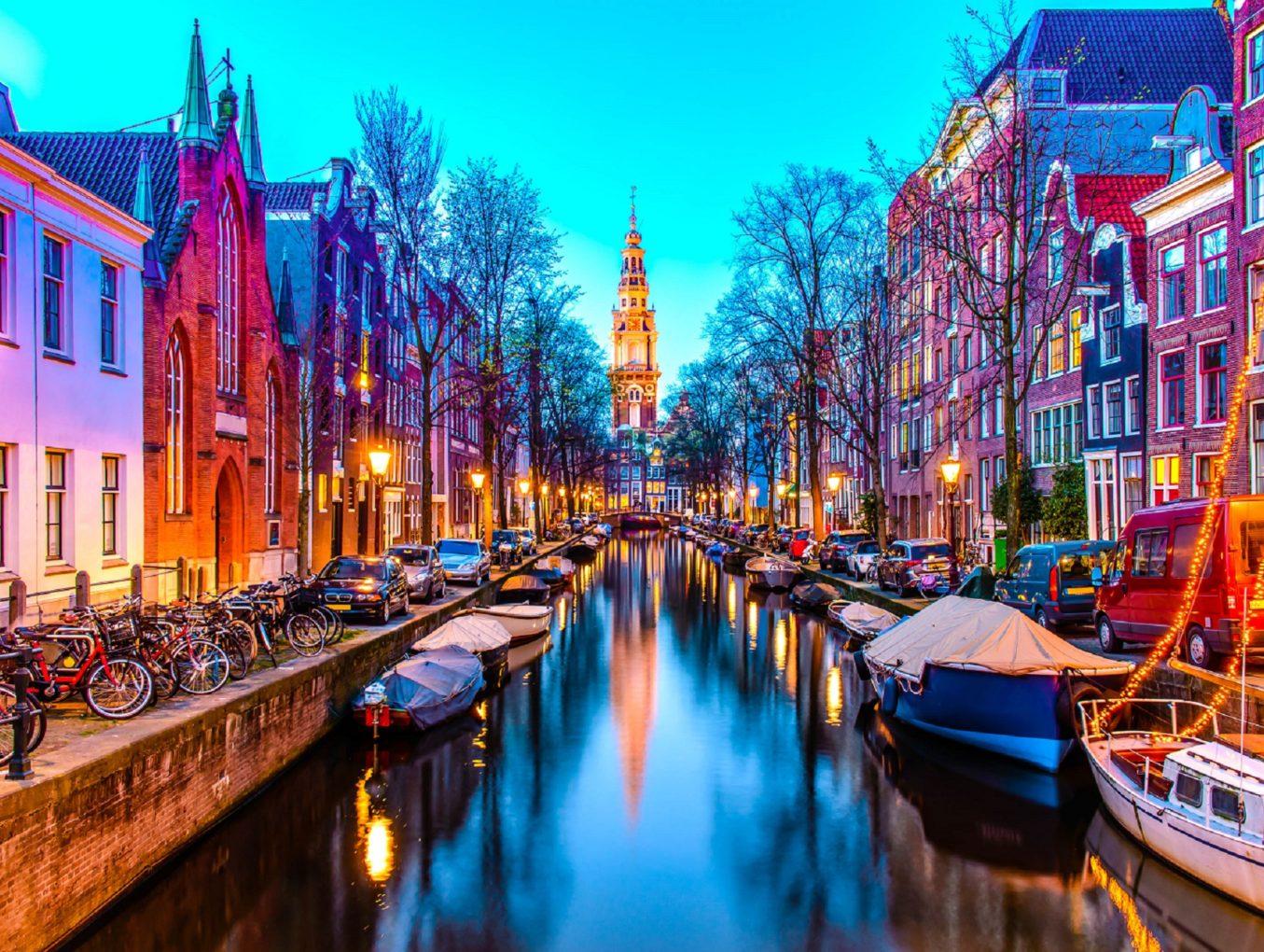 Туристы мешают представительницам древнейшей профессии в Амстердаме