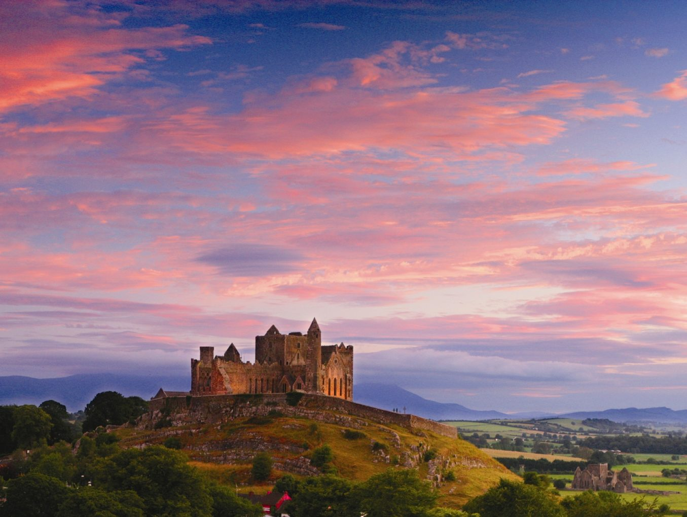 Замок на продажу