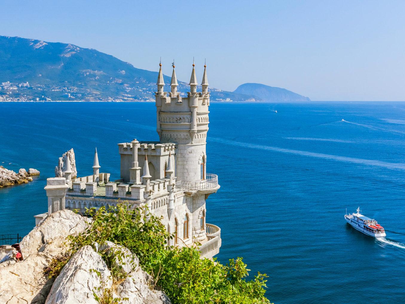 В Крыму открывается первая «винная деревня»