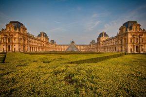Лувр отменяет бесплатные посещения по воскресеньям