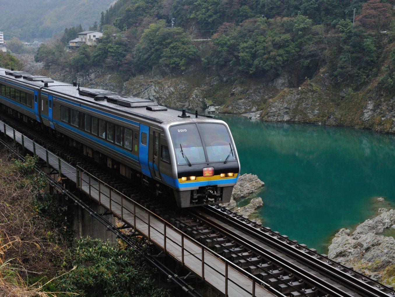 Определены самые неудобные места в поездах